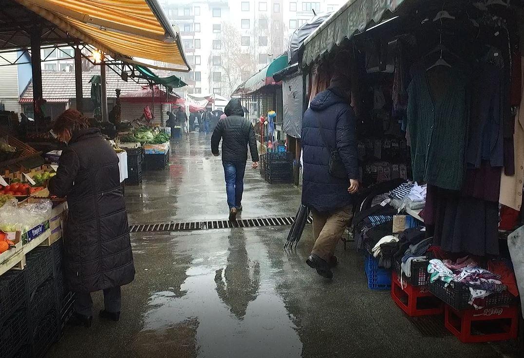 Ledena kiša ubila prodaju na pijaci u Travniku