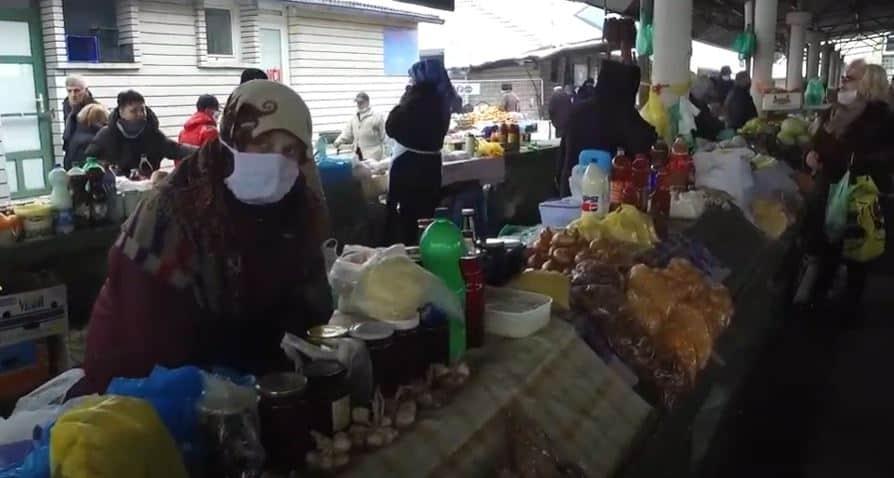 PIJACA TRAVNIK – Ne zna zima šta je život i potreba!