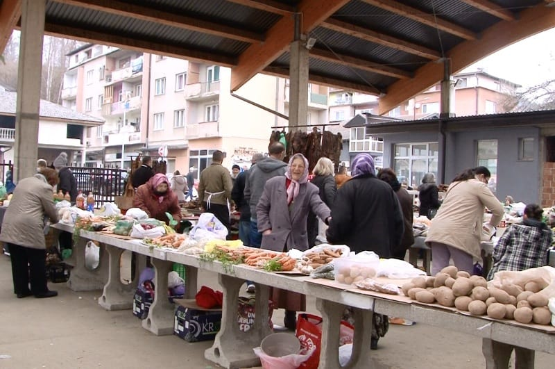 Pijaca u Novom Travniku/ Građani sve teže podnose trenutno stanje…
