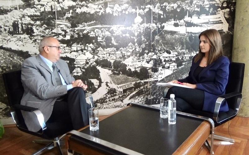 Pogledaje intervju sa načelnikom općine Travnik Kenanom Dautovićem