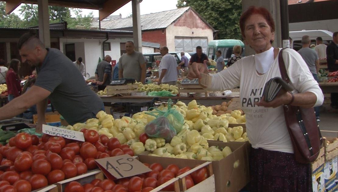 Pijaca u Novom Travniku – Dobra ponuda, petica u pola i mahanje parama